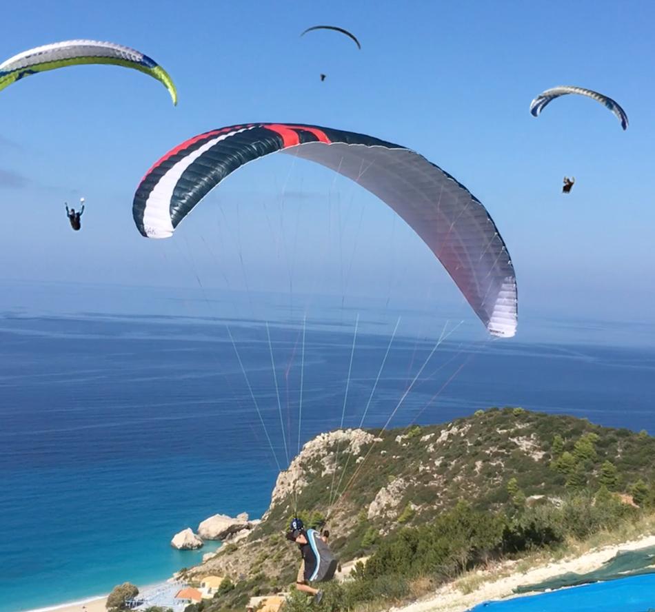 paraglider_Lefkada_beach